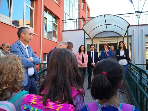 """Primo giorno di scuola per Appendino alla Antonelli: """"Voi costruite il futuro della nostra Torino"""" (VIDEO)"""