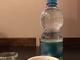 Caraffe d'acqua del rubinetto al posto delle bottiglie di plastica: la proposta del M5s per i locali torinesi
