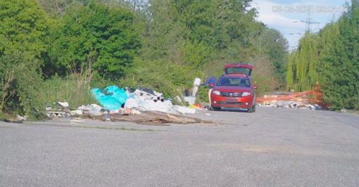 Ancora rifiuti abbandonati a Settimo Torinese, multa salata per il colpevole