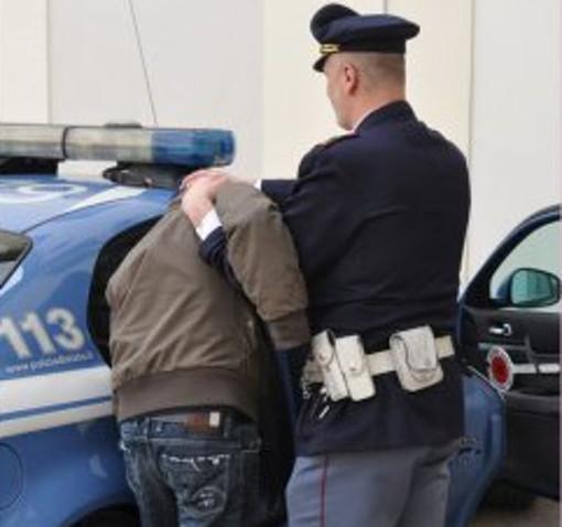Ruba 7 paia di pantaloni, 25enne marocchino fermato dalla Polizia
