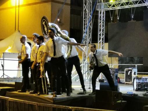 Nichelino, i Bandakadabra illuminano la scena di San Matteo Young