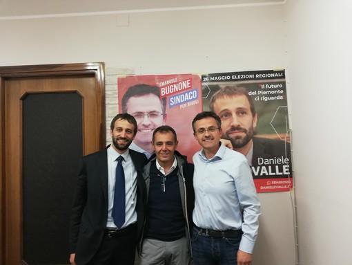 """Rivoli, presentato al comitato elettorale di Emanuele Bugnone il libro di Mauro Esposito """"Le mie due guerre"""""""