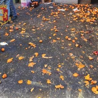 Improvvisano una battaglia delle arance: multa per sette persone a Ivrea