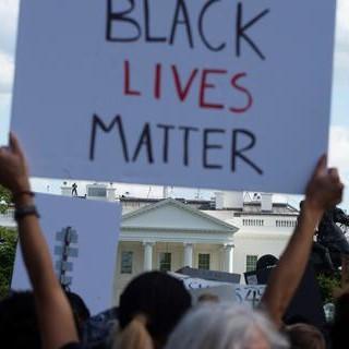 A Chiaverano una scritta sui temi dell'integrazione e contro il razzismo