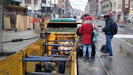 """La bomba """"saluta"""" Torino con tre ore di anticipo: operazioni concluse poco prima delle 14"""
