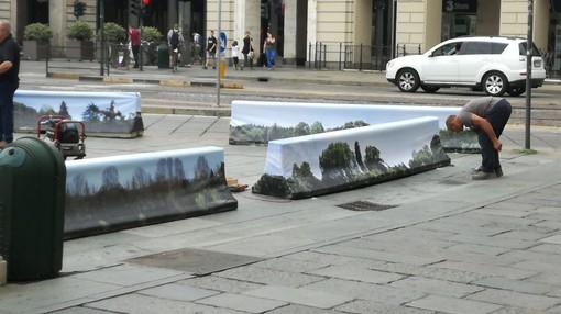 Le barriere antiterrorismo di Torino si trasformano in un bosco (FOTO)