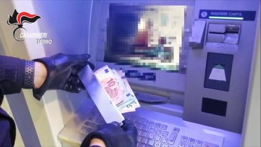 Furto al bancomat, contanti