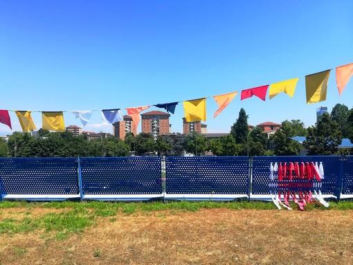 Mirafiori Sud come un veliero: bandiere colorate da via Artom a via Garrone