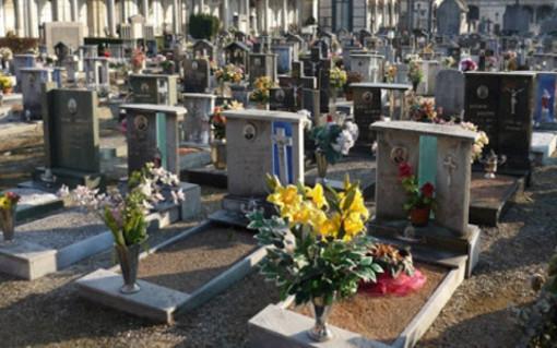 Venaria, ampliato l'orario dei cimiteri per consentire visite in sicurezza