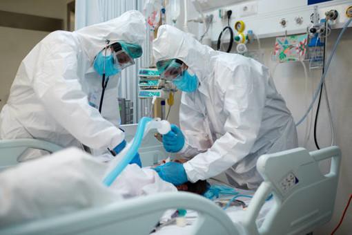 Covid, in Piemonte lieve flessione dei contagi. Ma si contano altri 18 morti e un +5 tra i ricoverati in terapia intensiva