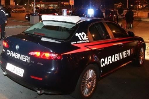 Aggrediscono a calci e pugni il titolare di un minimarket: due giovani peruviani arrestati dai carabinieri