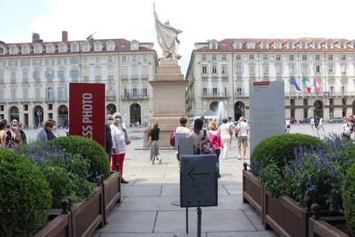 turisti in una piazza aulica di Torino