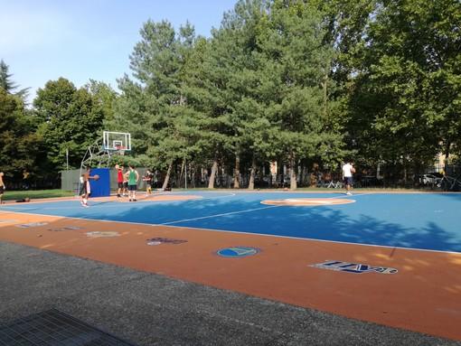 """Il piccolo """"miracolo"""" di piazza d'Armi: dopo due mesi il campo da basket è ancora perfetto"""
