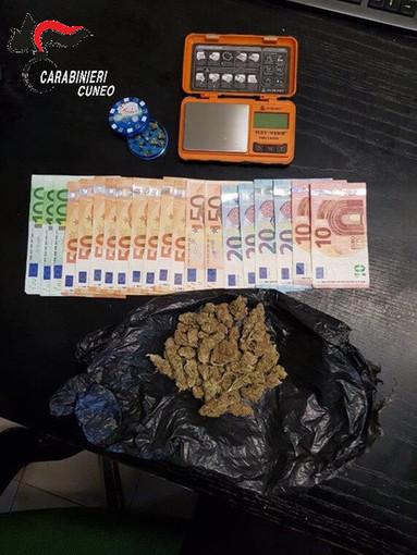 Minorenne di Pinerolo trovato con 27 grammi di marijuana e mille euro in contanti: denunciato dai carabinieri di Marene