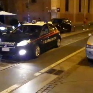La droga viaggiava sul taxi, dentro una valigia con 50 chili di hashish: tre arresti [VIDEO]