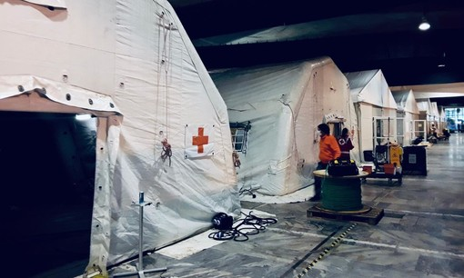 """Il """"Covid hospital"""" di Torino Esposizioni si ricicla come centro vaccinale"""