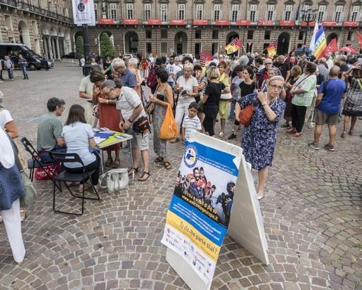 """Diciotti, centinaia di persone in piazza Castello per """"Confini aperti da Torino a Catania"""""""