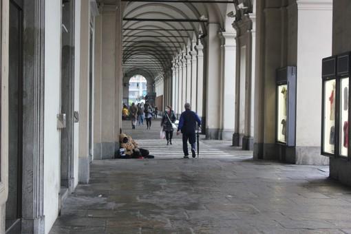 """Piazza Statuto, via i """"panettoni"""": tornano i clochard, ma residenti e commercianti sono esasperati [FOTO]"""