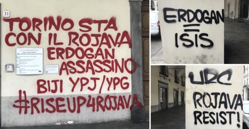 Sui muri di Torino la rabbia contro Erdoğan: imbrattate le colonne di via Po