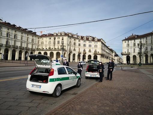 Controlli della polizia municipale a Torino