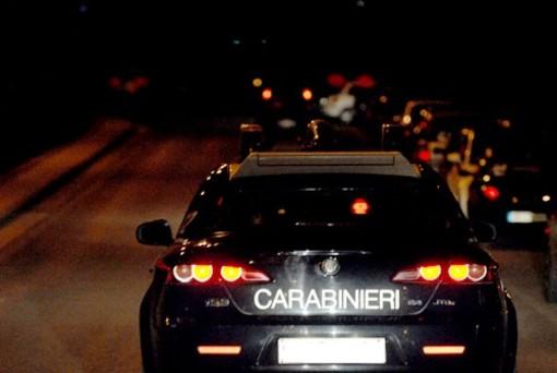 Non rispettano l'alt dei carabinieri e si lanciano a folle velocità per le vie di Pecetto