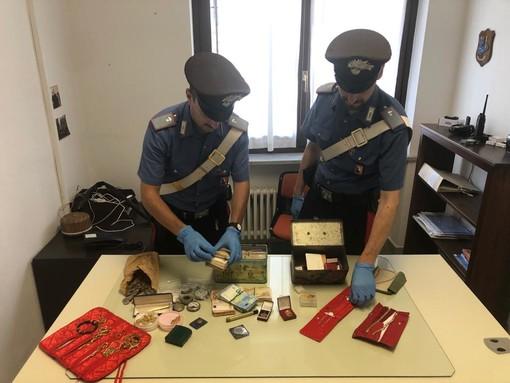 Saccheggiato negozio a Chialamberto, i carabinieri recuperano denaro e gioielli per oltre 75mila euro