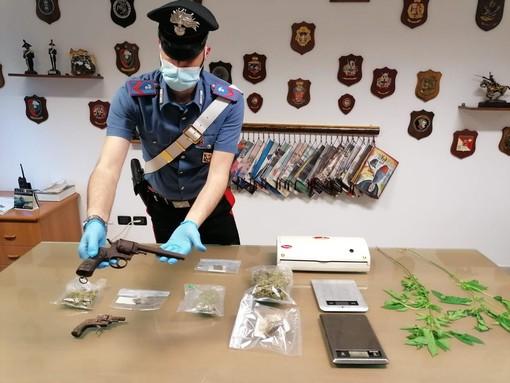 Sequestrati 320 grammi di marijuana e hashish