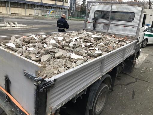 camion trasporto macerie - foto di repertorio