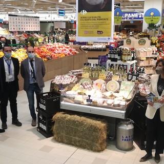 Persone in un supermercato