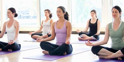 Giornata mondiale dello yoga, dimostrazione in piazza Castello