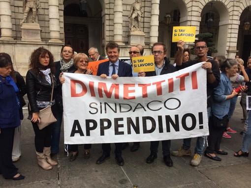 """Comitati in piazza contro Appendino: """"Ci ha deluso, si dimetta"""""""