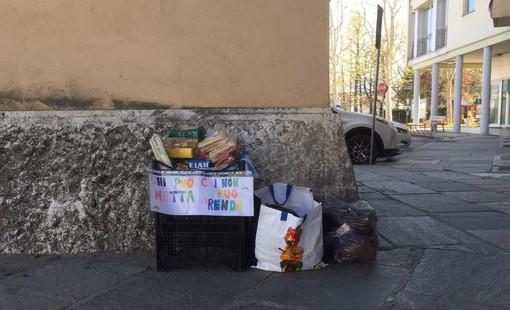Moncalieri, distrugge la cassetta degli aiuti alimentari. I volontari la riaggiustano