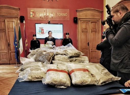 Maxi sequestro di marijuana a Mirafiori: serviva a rifornire i clienti per le feste di Natale [VIDEO]