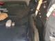 Due militari con la droga sequestrata appoggiata a un cofano