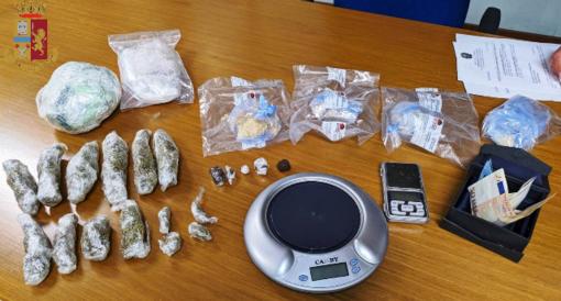 Droga nella cantina del vicino a Grugliasco: arrestati due pusher