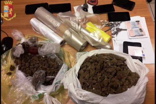 Un Kabu Kabu per trasportare droga: tre arresti a Barriera di Milano