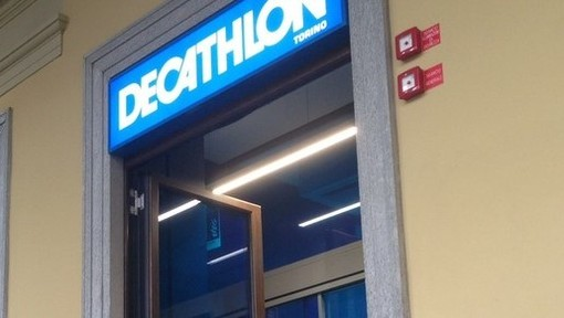 La maschera da sub è difettosa: torinese fa causa a Decathlon di Grugliasco