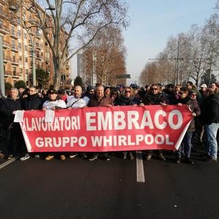 """Ex Embraco, i lavoratori scrivono a Whirlpool: """"Urgente pagare gli arretrati"""""""