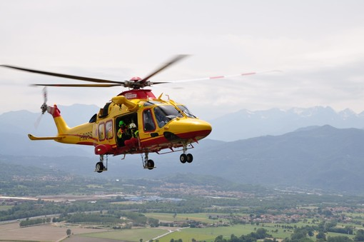 Incidente sul lavoro a Rondissone, uomo cade da un'altezza di tre metri. Trasportato in elicottero al Cto