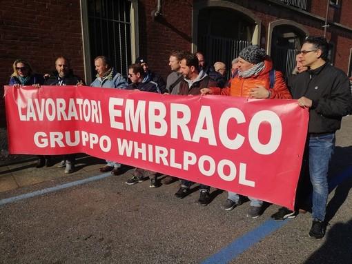 """Ex Embraco, saltano gli stipendi arretrati e non c'è nemmeno l'advisor per trovare nuovi investitori. I sindacati: """"Inaccettabile"""""""