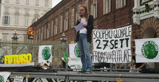 """I ragazzi di Fridays for Future portano in centro il """"funerale"""" del futuro: è l'inizio della """"Climate Global Week"""" torinese (FOTO e VIDEO)"""