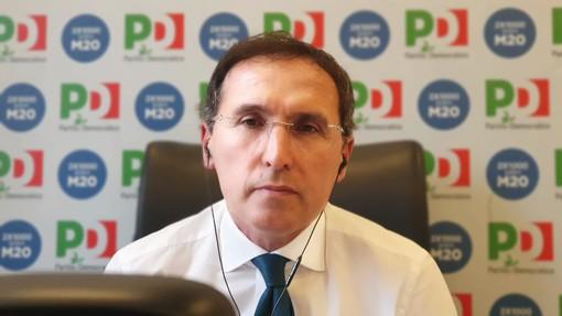 L'ex ministro ha in mano il dossier delle città al voto (foto tratta dalla pagina Facebook)