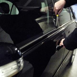 Via Bixio, arrestato un ladro specializzato in furti di autoradio