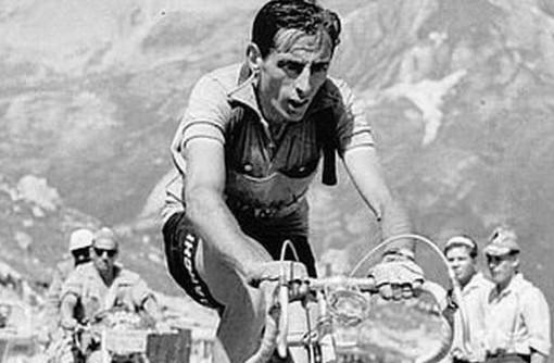 Domattina alle 4 la Cuneo-Pinerolo con biciclette degli anni 40 e con abbigliamento rigorosamente d'epoca