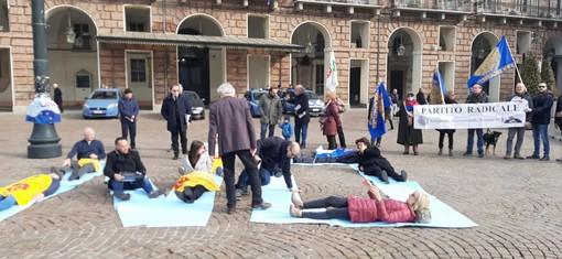 Taglio dei parlamentari: a Torino flash mob per dire no [FOTO]