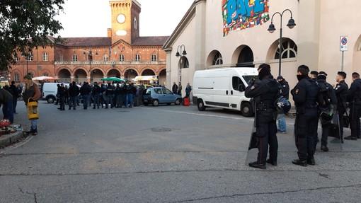 No al trasferimento del suk, tensioni tra Polizia e venditori abusivi a Borgo Dora
