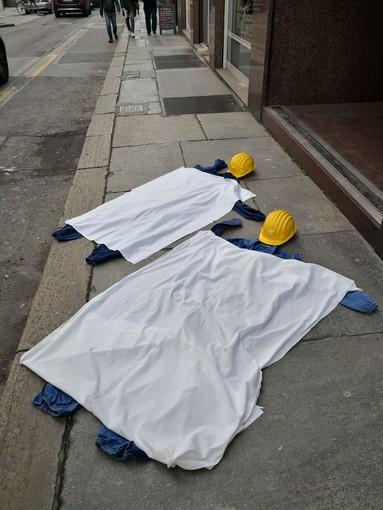 Sicurezza sul lavoro: a Torino un flash mob organizzato da Rifondazione comunista