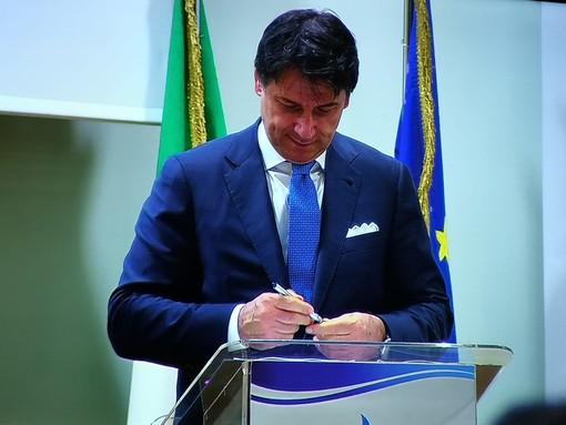 """A Torino il Premier Conte firma il protocollo contro lo smog, Appendino: """"Punto di partenza"""""""