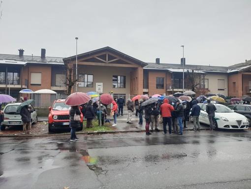 una immagine del sit in avvenuto all'esterno della Piccola Reggia lo scorso 5 dicembre
