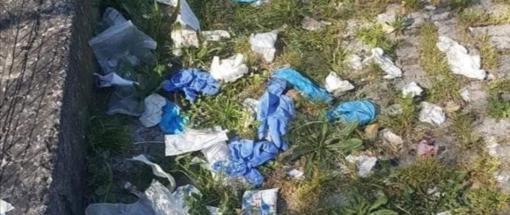 A Nichelino, per la giornata internazionale dell'Ambiente, maxi raccolta di mascherine abbandonate